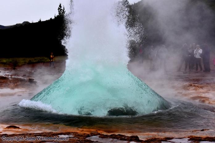geyser-explosion-copyright