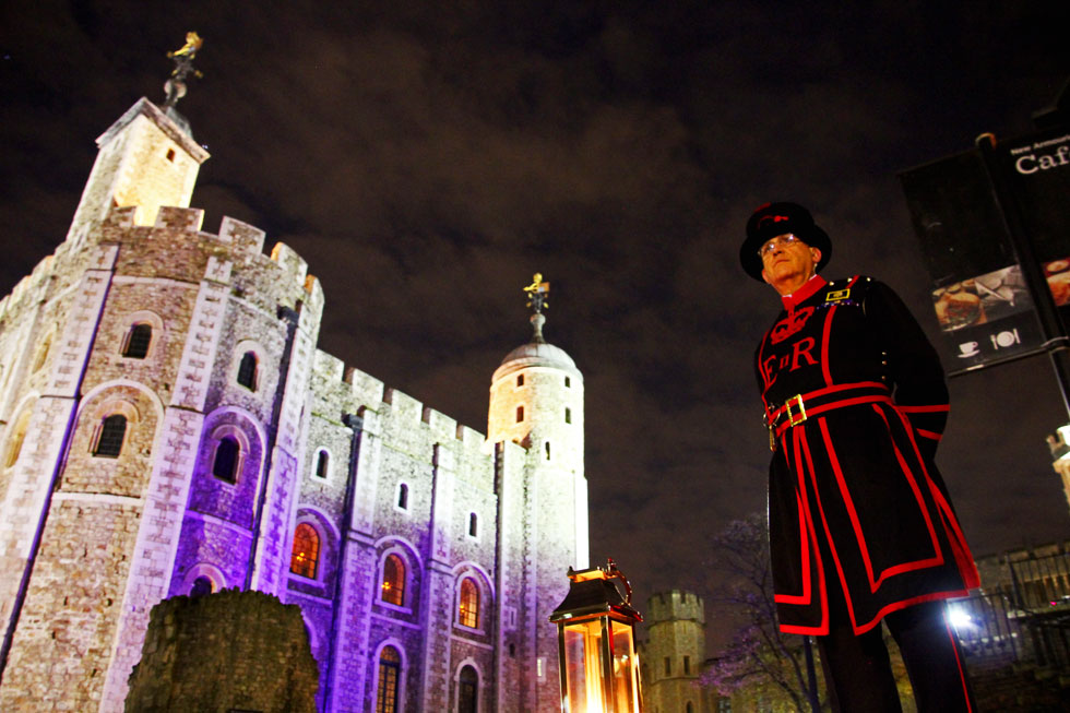 november-2013-beefeater-and-tower-of-lond