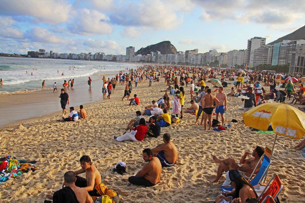 beach-scene-copcobana-copyr