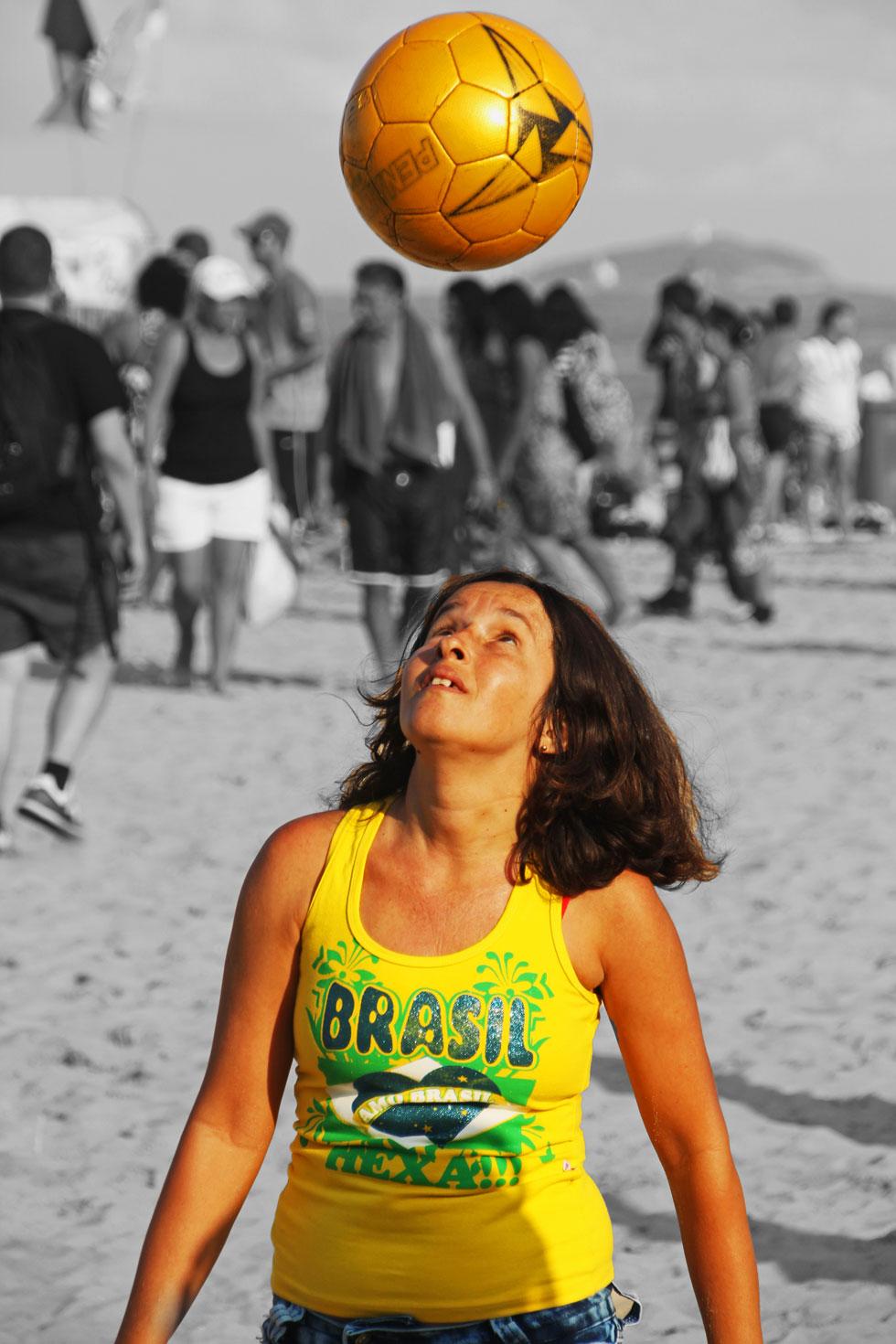 femaile-ball-juggler-copaca