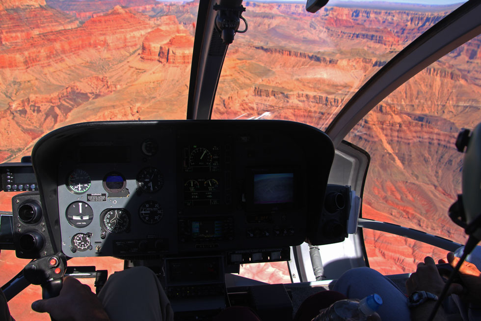 helicopter-over-grand-canyo