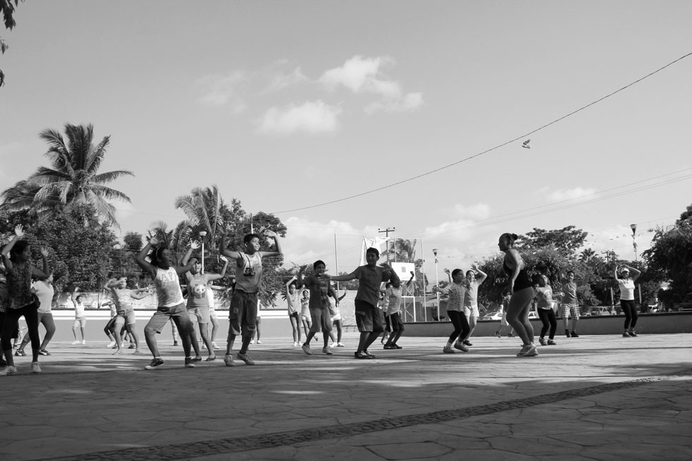 plaza-dancing-new-life-mexi