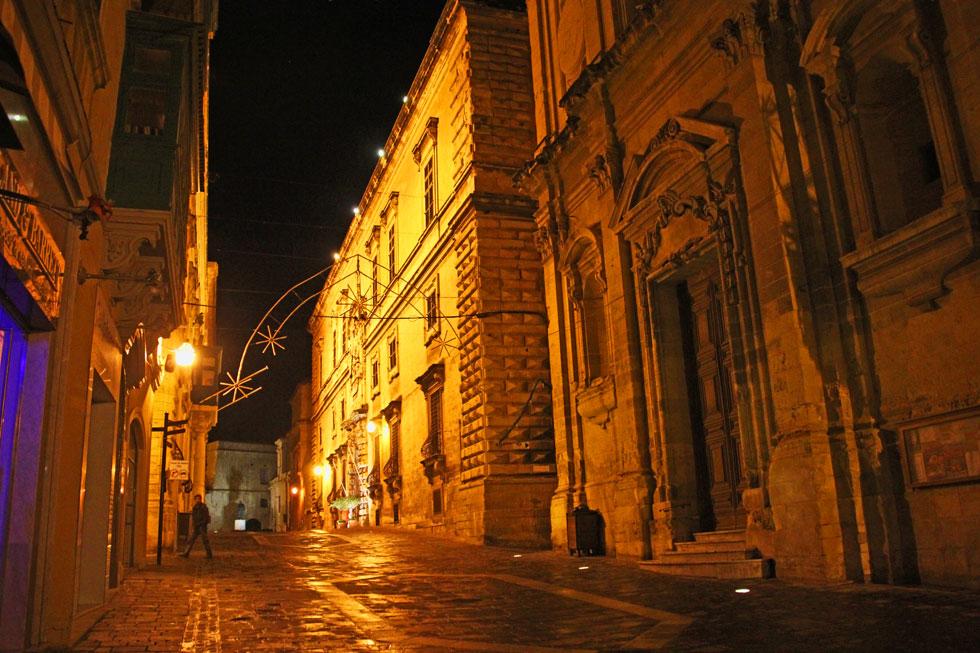 valetta-night-scene-copyrig