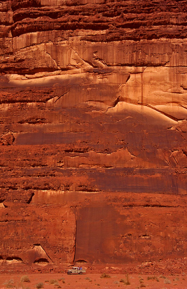 jeep-cliff-face-wadi-rum-co