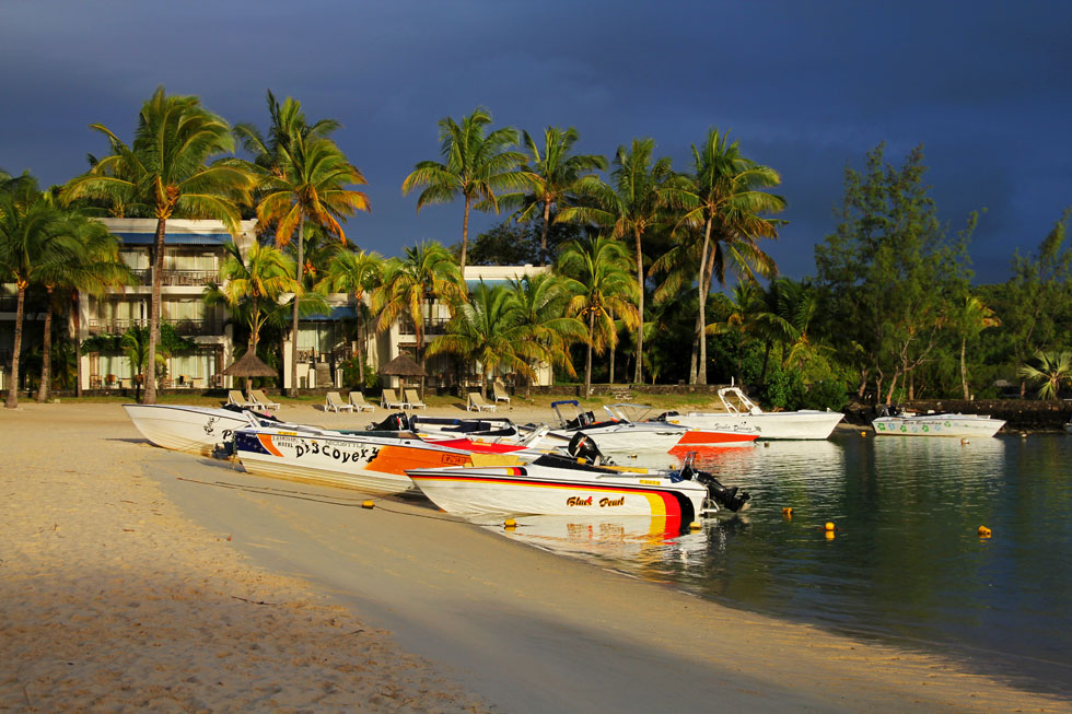 beach-motorboats-copyright-