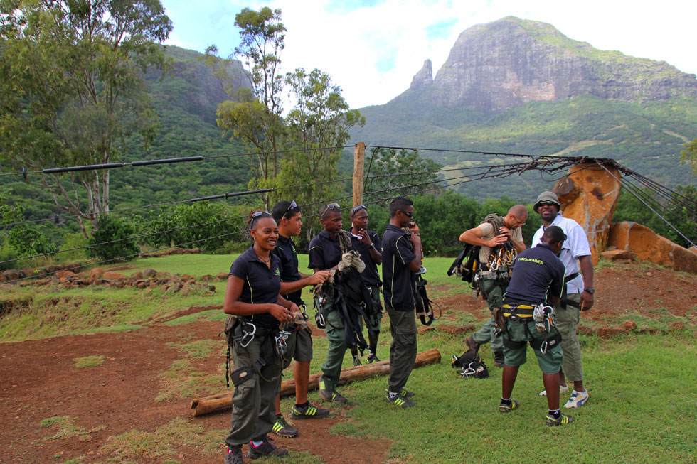mauritius-mountain-crew-cop