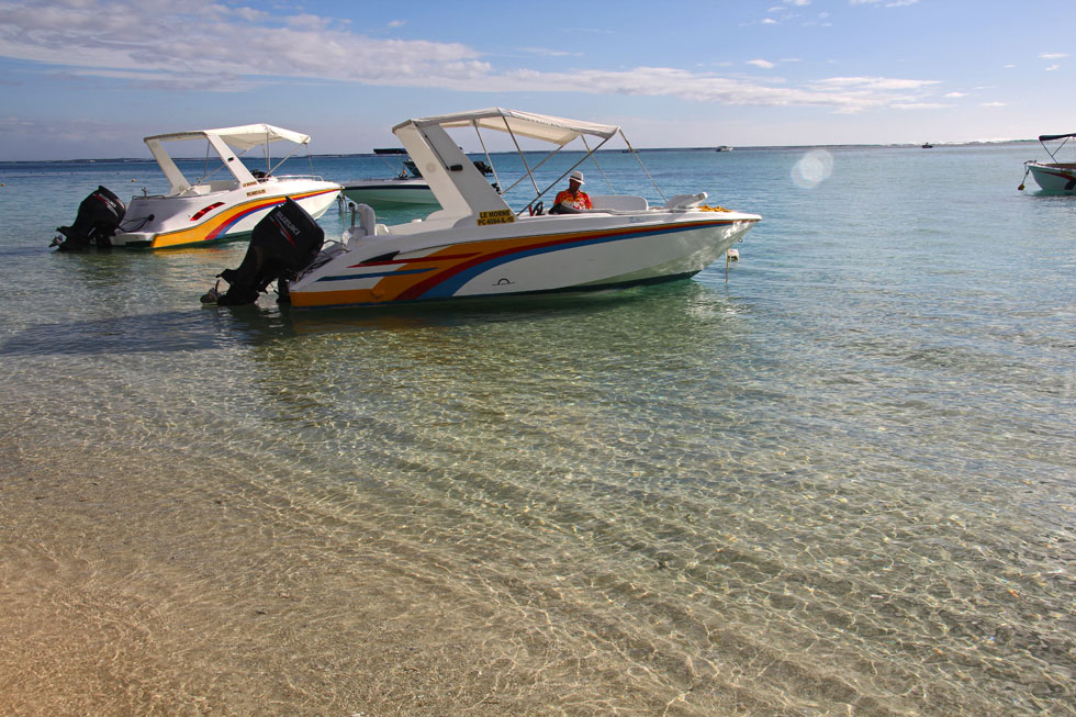 speed-boat-copyright-jono-v