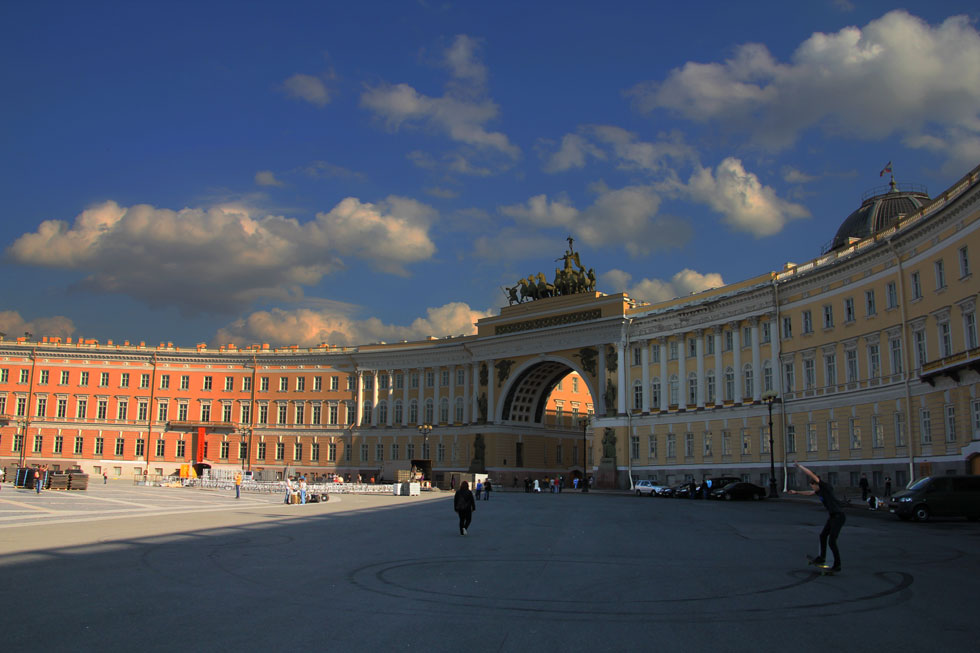 palace-square-arch-copyrigh