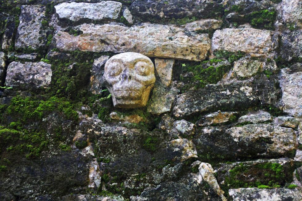 mayan-skull-carving-copyrig