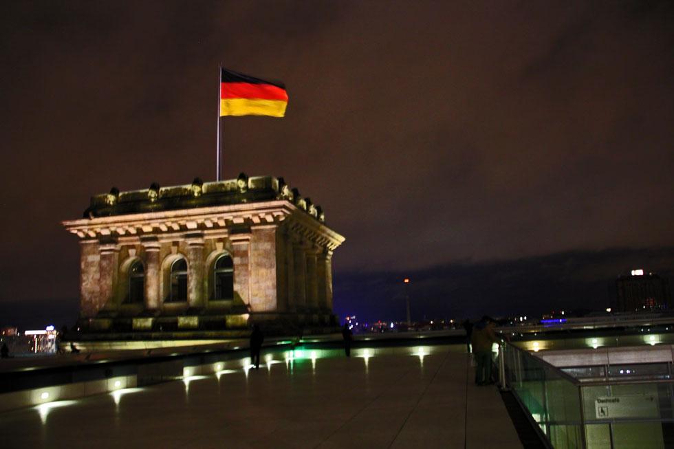 reichstag-flag-copyright-jo