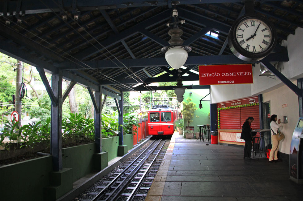 corcovado-train-station-cop