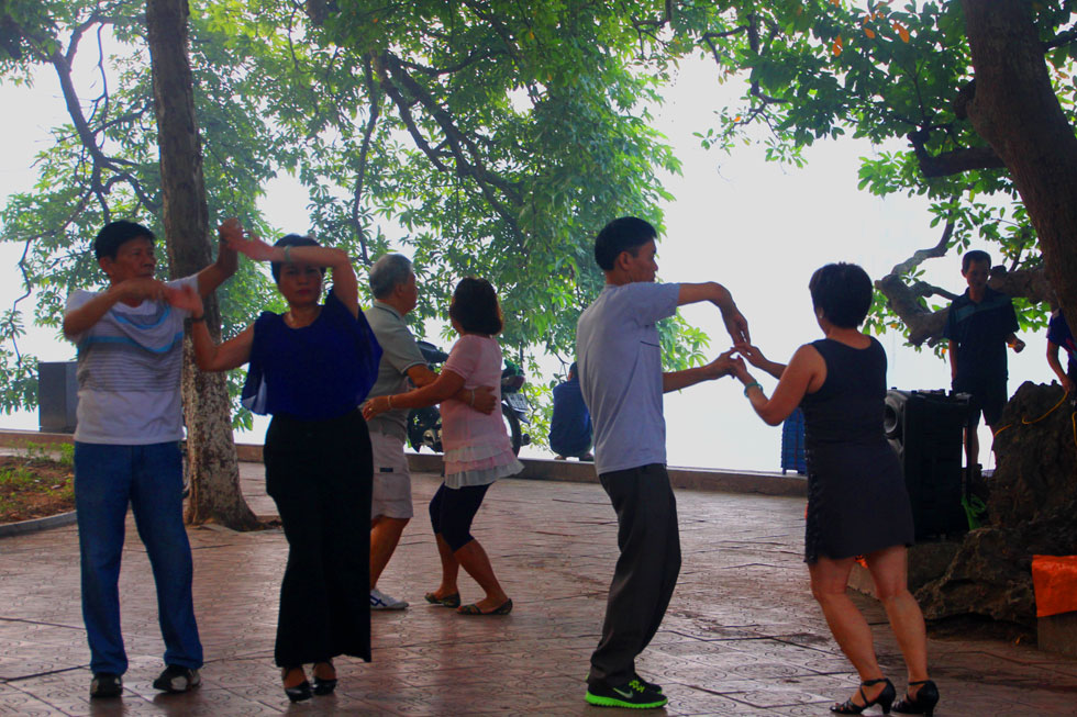 hanoi-dancing-copyright-nom
