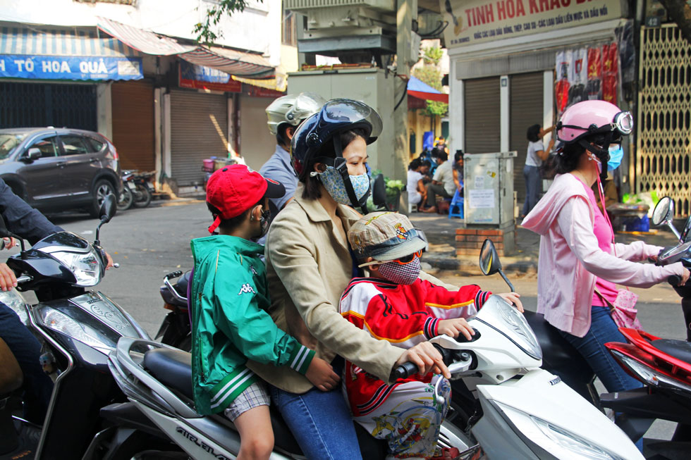 mum-kids-scooter-hanoi-copy