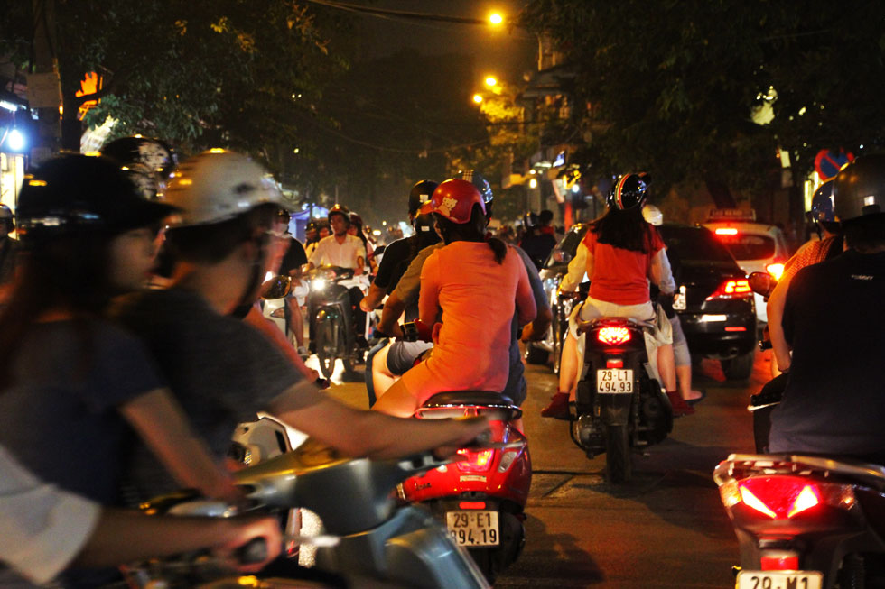 scooter-riding-hanoi-copyri