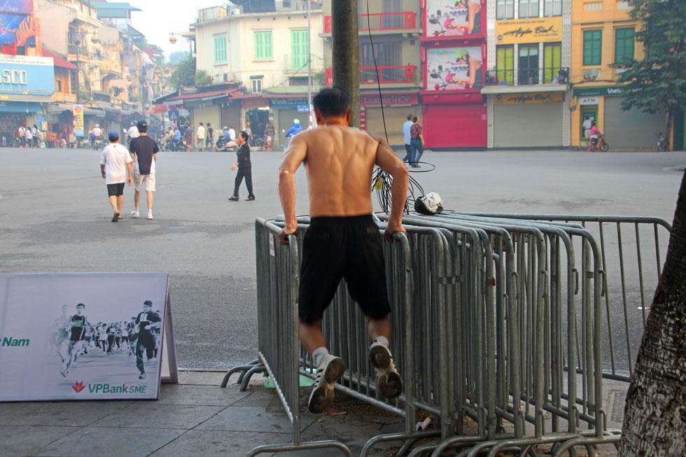 street-excercise-hanoi-copy