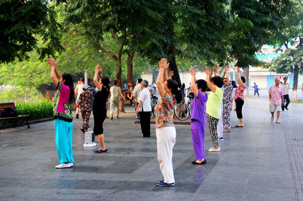 street-yoga-hanoi-copyright
