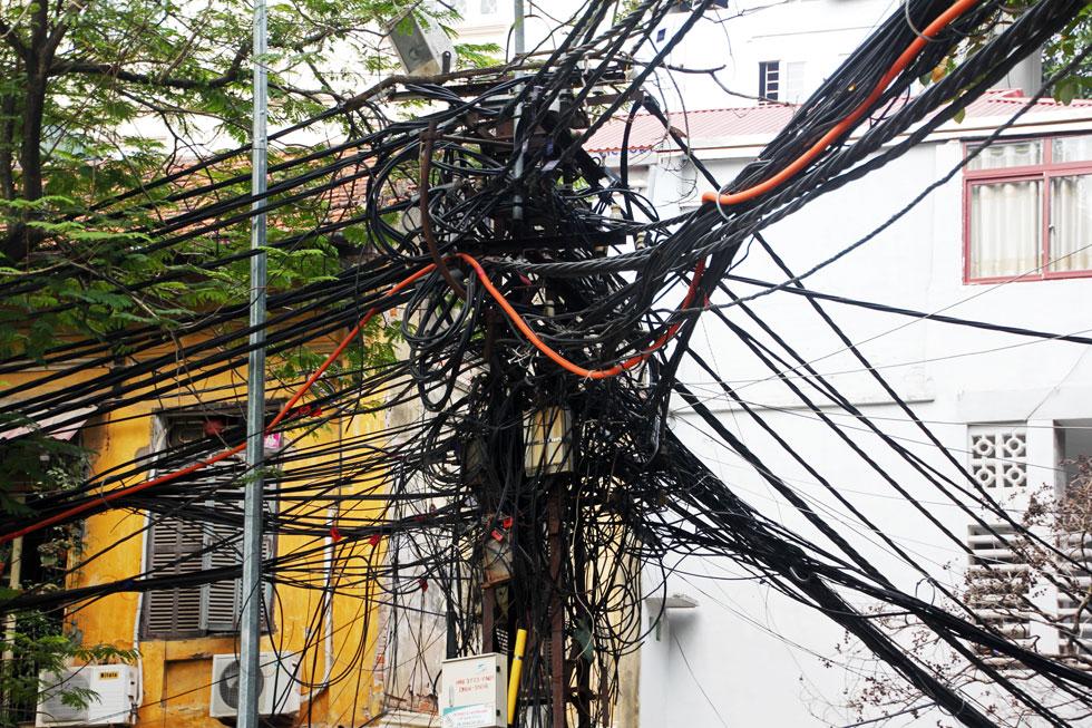 tangled-wires-hanoi-copyrig